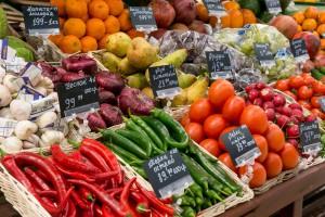 Rosja kupuje coraz więcej warzyw i owoców, ale nie w UE