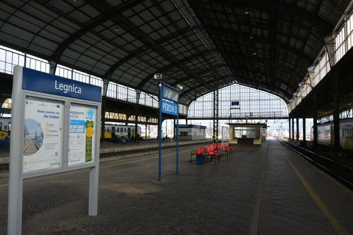 Stacja Legnica słynie z dużej hali peronowej (fot. PKP PLK)