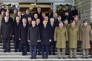 Odprawa kierowniczej kadry MON: Odtrąbiono koniec wojny prezydent-minister obrony