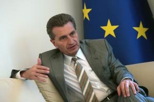"""Guenther Oettinger: w UE musi być zasada """"pieniądze za praworządność"""""""