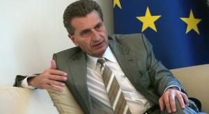 Guenter Oettinger: będę walczył o powiązanie funduszy z praworządnością