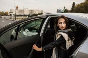 Wielcy producenci samochodów łączą siły, żeby konkurować z Uberem