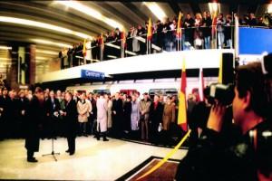Uroczyste uruchomienie pierwszego odcinka I linii metra w Warszawie od stacji Kabaty do stacji Politechnika o długości 11 km odbyło się na stacji Wilanowska 7 kwietnia 1995 roku. (Fot. metro.waw.pl)
