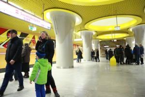 Pierwszy pociąg z pasażerami ruszył ze stacji Świętokrzyska w kierunku stacji Dworzec Wileński. (Fot. PTWP/Paweł Pawlowski)