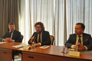 Orlen i Lotos tłumaczą, dlaczego nie przerzucą opłaty emisyjnej na kierowców