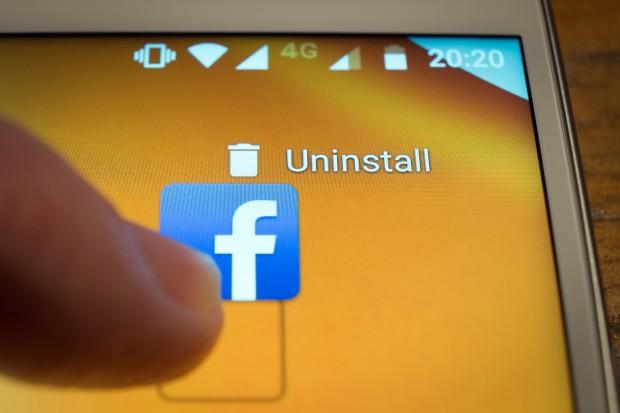 Współzałożyciel Apple też kasuje Facebooka