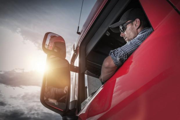 """Przewoźnicy: """"S"""" broni kierowców, ale podkopuje im miejsca pracy"""