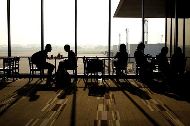 UOKiK rozpoczął postępowania na lotniskach w sprawie stref Kiss & Fly