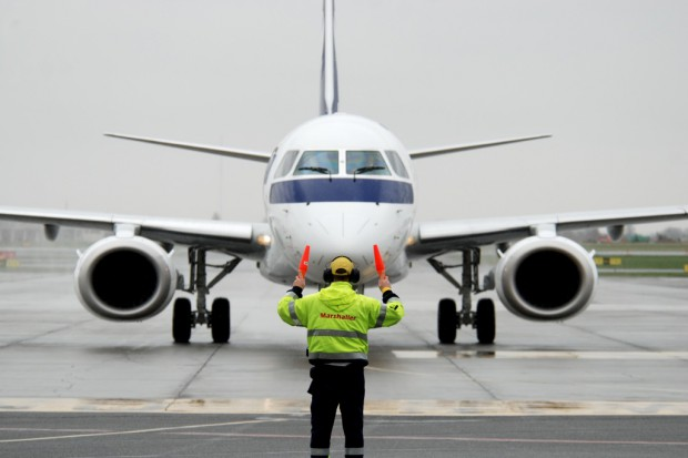 PLL LOT odebrały pierwszy z sześciu samolotów typu Embraer 195
