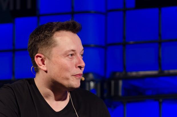 Opóźnienia Tesli? Elon Musk wini roboty
