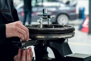 Dystrybutor części samochodowych znów podzieli się zyskiem z akcjonariuszami