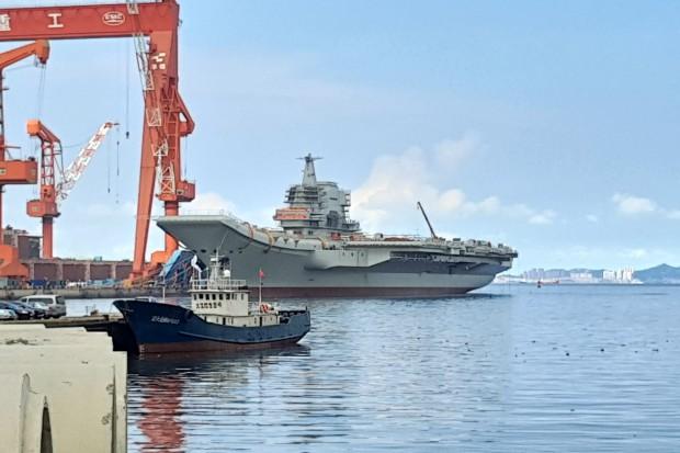 Pierwszy chiński lotniskowiec przechodzi testy