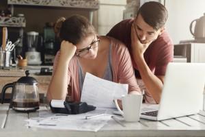Razem czy osobno? Jakie oszczędności daje stały związek?