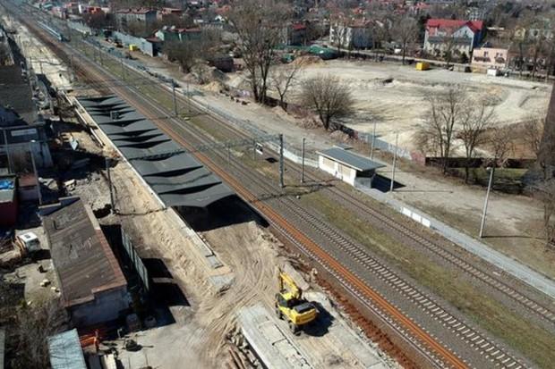 PKP PLK: monitoring ze śmigłowców obejmie 5 linii kolejowych