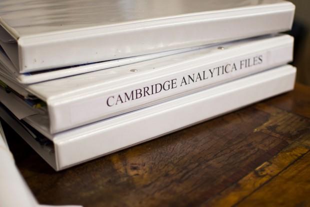 Cambridge Analytica zwija interes. Wszystko przez aferę z wyciekiem danych