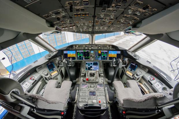 LOT przejmuje pilotów i personel pokładowy Small Planet
