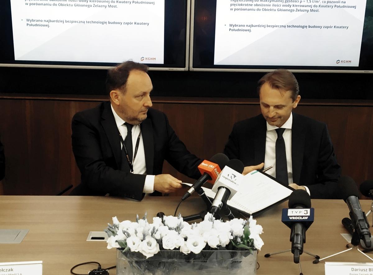 Dla obu firm podpisana umowa ma fundamentalne znaczenie. Na zdjęciu prezes KGHM (z lewej) i szef Budimeksu. Fot. mat. pras.