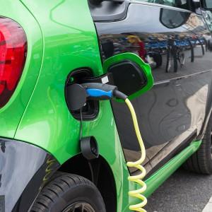 """Skąd prąd dla """"elektryków""""? Czekają nas wielomiliardowe inwestycje"""