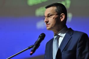"""Premier: wzrost gospodarczy solidny, zagrożeniem mogą być """"zawirowania"""" za granicą"""