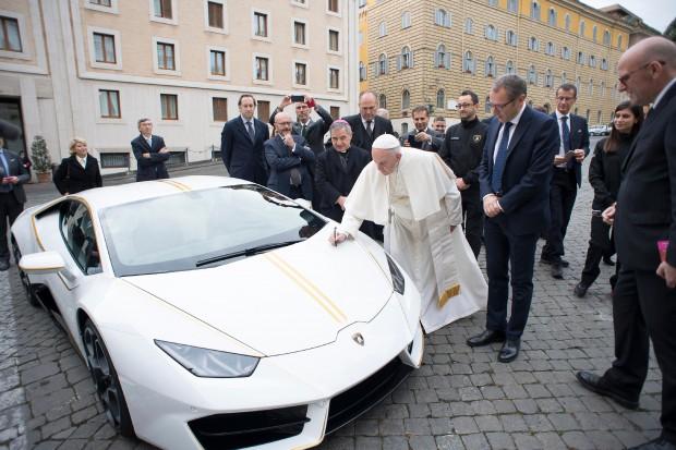 Lamborghini papieża Franciszka znalazło nowego nabywcę