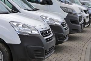 Sprzedaż aut w Polsce spadła o połowę