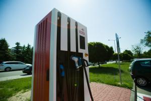 Orlen wybrał stacje, na których postawi ładowarki aut elektrycznych