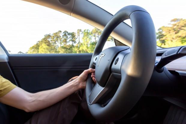 Tesla zaostrza reguły bezpieczeństwa systemu Autopilot