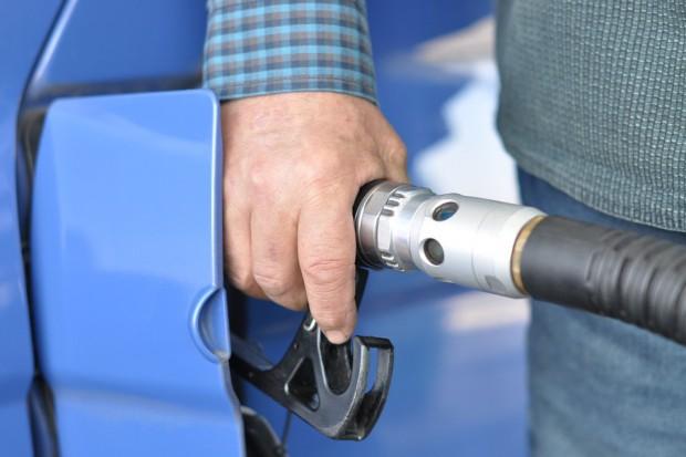 Daniel Obajtek: Ceny paliwa na stacjach wzrosły tylko o 11 proc., a ropa o ponad 60 proc.