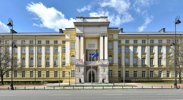 Sprytną sztuczką rząd chce nakłonić miliony Polaków do oszczędzania