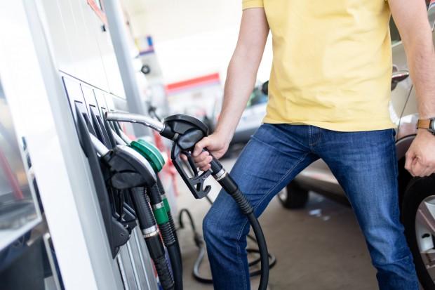 Na stacjach paliw nieznacznie taniej