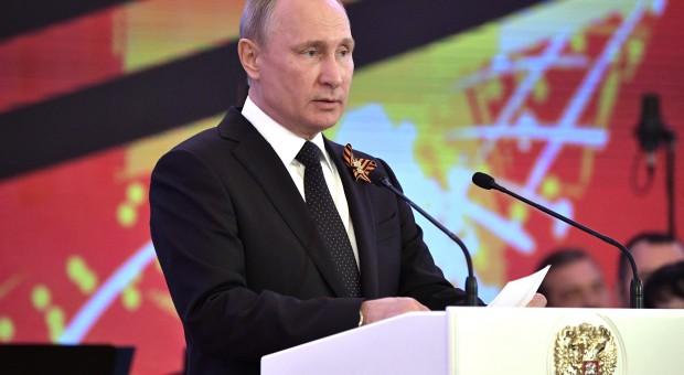 """Putin zarzuca USA """"walkę bez reguł"""" w sporach handlowych"""