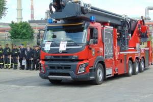 Zakłady w Policach mają nowy, wielki wóz strażacki