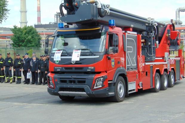 Strażacy z zakładów w Policach mają nowy wóz