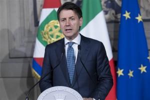 Włoski premier zapowiada dochód gwarantowany i koniec z biznesem migracji