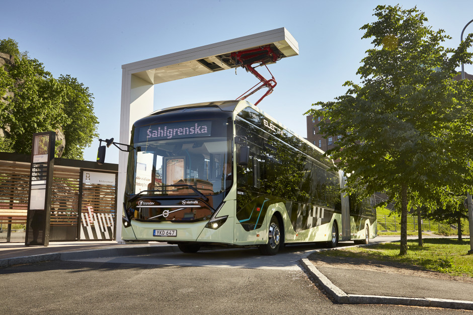Volvo electric artic concept bus_1.jpg