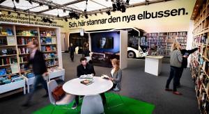 """Szwedzi testują nowe """"elektryki"""" i niezwykłe przystanki autobusowe"""