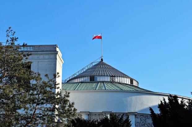 Sejm przyjął zmiany w sprawie inwestycji w gazoporcie
