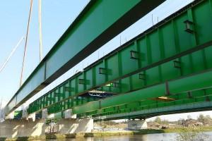 Ciekawa konstrukcja mostu budowanego nad Wieprzem