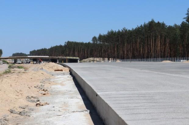 GDDKiA: na autostradowej obwodnicy Częstochowy rozpoczęto układanie nawierzchni
