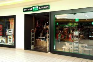 Rodzinna fundacja skupi aktywa odzieżowego giganta