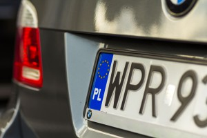 Minister zapowiada mniejsze tablice rejestracyjne i jazdę bez dowodu