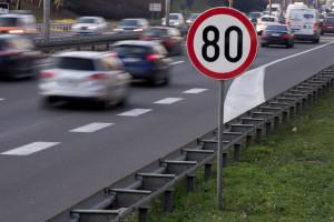 Francja ogranicza prędkość na drogach lokalnych do 80 km/godz.