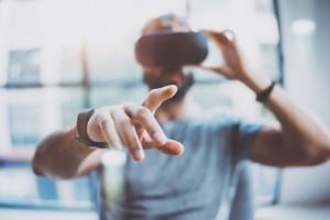 Nie tylko produkcja chętnie sięga po technologie VR/AR. Stawiają na nie także inne branże