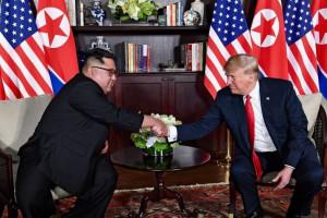 """Układ między Donaldem Trumpem i Kim Dzong Unem ma drugie dno. """"Coraz więcej się o tym mówi"""""""