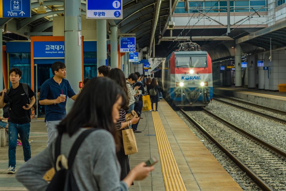 Korea Południowa, dworzec kolejowy. Fot. aminkorea / Shutterstock.