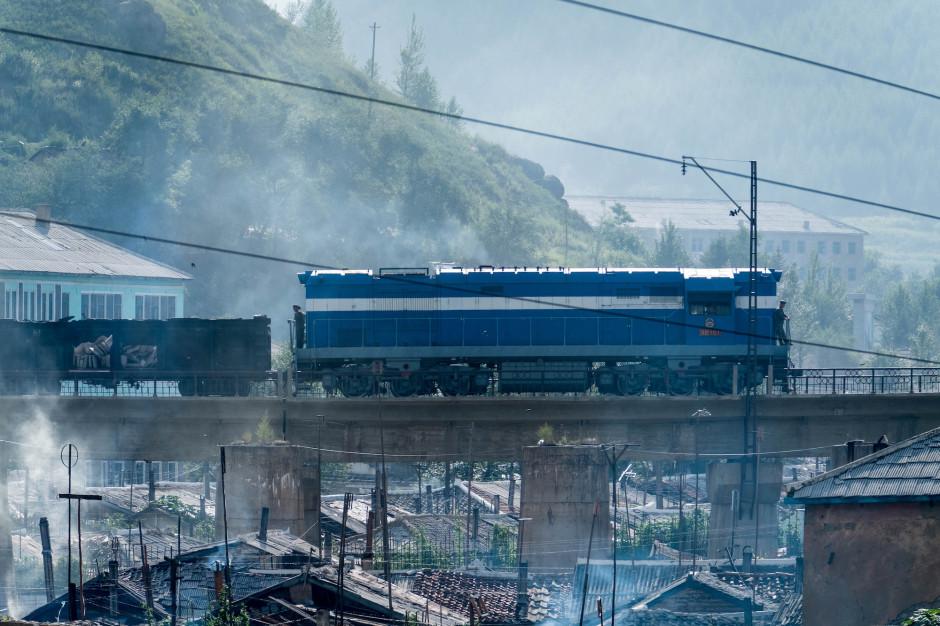 Pociąg towarowy w Korei Północnej. Fot. Stefan Bruder / Shutterstock.com