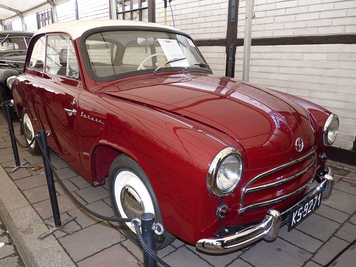 Produkowana seryjnie od 1957 r. Syrena 100. Samochód kosztował wtedy 72 tys. zł. Fot. Dawid Skwarczeński/wikimedia, licencja CC BY-SA 3.0