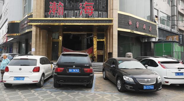 Na tym parkingu widać auta uznanych światowych koncernów. O taki widok będzie jednak coraz trudniej, bo Chińczycy wolą kupować rodzime wozy, których jakość jest coraz lepsza. Fot. Leszek Sadkowski