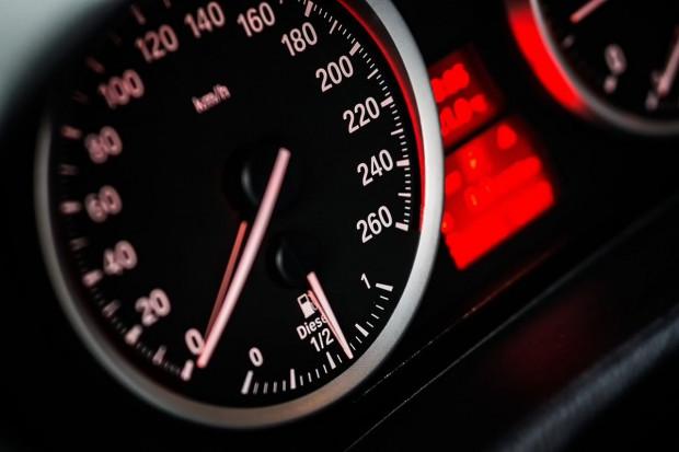 Europarlament poparł wprowadzenie Inteligentnego Dostosowania Prędkości