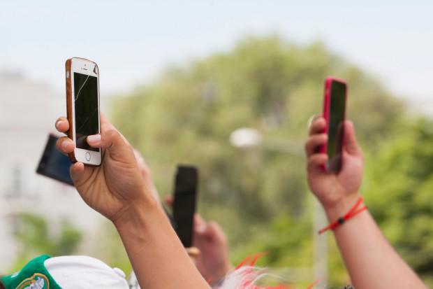 Znalezione obrazy dla zapytania matki w smartfonach
